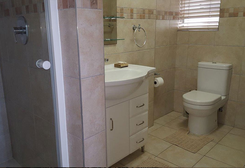 unit-16-main-bathroom